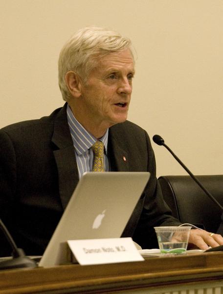 《血腥的活摘器官》作者、前加拿大资深国会议员大卫‧乔高(David Kilgour)。(摄影﹕李莎/大纪元)