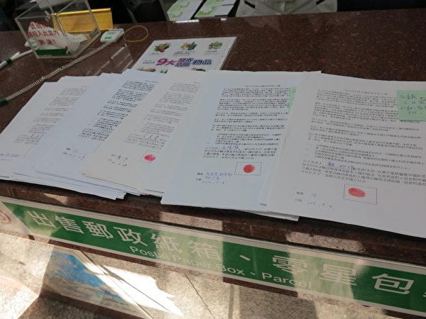「台灣主流社會按手印支持法輪功」的行動,獲得中央級民意代表的支持。(攝影:葉治忠/大紀元)