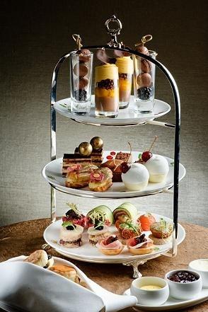 香港朗廷酒店每年均在6月10日推出1865 Tiffin下午茶活動,以紀念倫敦朗廷酒店誕生,客人可以港幣1元享用豐盛精緻的下午茶,不過數量有限,要事先在網上預訂。(圖片/香港朗廷酒店提供)