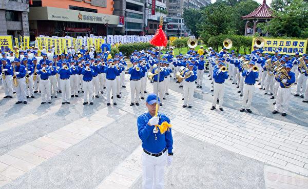 2012年7月21日,台湾法轮功学员于台中公园举行720反迫害游行与集会。(摄影:陈柏州 / 大纪元)