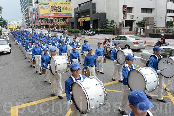 2012年7月21日,台湾法轮功学员于台中市举行720反迫害游行。(摄影:苏玉芬/大纪元)