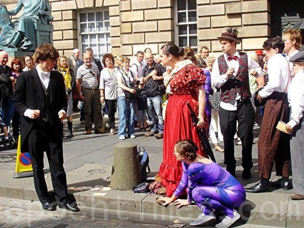 爱丁堡艺术节上的表演。(摄影:李景行/大纪元)