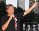 香港支联会主席李卓人强烈谴责活体摘取法轮功器官的行为,希望国际机构调查。图为李卓人出席2012年六四烛光悼念会。(摄影:梁路思/大纪元)