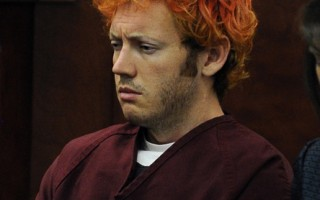 圖:科羅拉多州電影院槍擊慘案的製造者霍姆斯(James Holmes)出庭時,精神恍惚。(圖片來源:Getty Images)