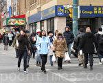 大陆移民加拿大留学生首要能拿到学生签证,先保证能留下来,再延签证,等到毕业后有资格申请工作签证。图为位于多伦多市中心的唐人街(摄影:穆枫 / 大纪元)