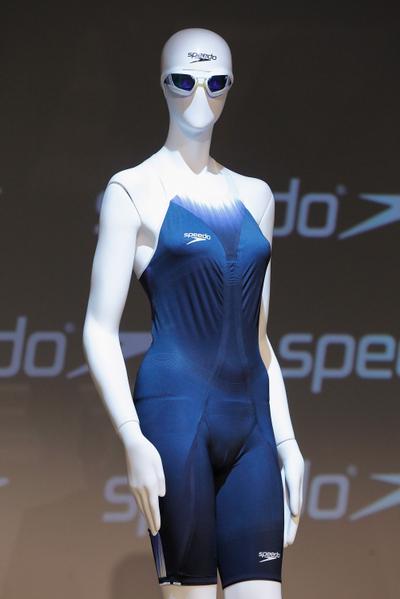 「FASTSKIN3」是一組由泳帽、泳鏡及泳裝組合而成的游泳裝備。(Mike Stobe/Getty Images for Speedo)