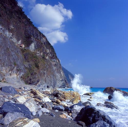 花东海岸--清水断崖(摄影:吴志学 /台湾观光局提供)