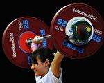 日本53公斤级举重女选手八木加奈耶(Laurence Griffiths/Getty Images)