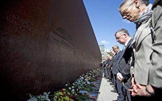 柏林墙建造51周年之际,德国8月13日举行各种活动,中央纪念活动上午在位于首都的柏林墙纪念馆举行。(DAVID GANNON/AFP)