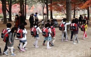 韩国的小学生们 (图片来源:大纪元/全宇)