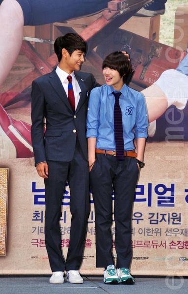 男女主角珉豪和雪莉。(攝影:李裕貞/大紀元)