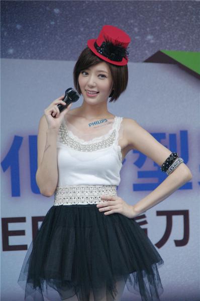 台湾女艺人郭雪芙,为飞利浦电胡刀新品代言。(摄影:黄宗茂/大纪元)