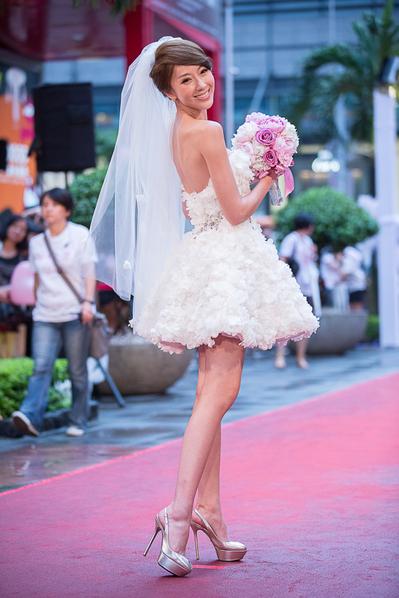 隋棠穿著婚紗走紅毯登台,驚豔四座。(圖/穀得電影提供)