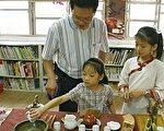 """隙顶国小茶艺课培养""""山顶上的小小泡茶师""""。(隙顶国小提供)"""