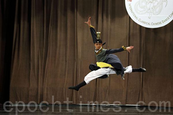 """第五届""""全世界中国舞舞蹈大赛""""亚太区初赛少年男子组入围选手吴越在比赛。(摄影:潘在殊/大纪元)"""