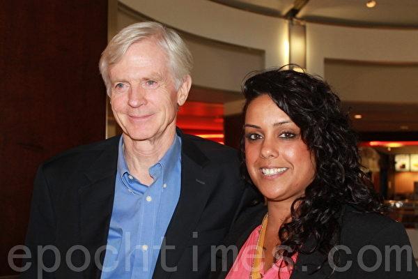 David Kilgour 和电影节总裁Nina Bains 在《自由中国》观摩会后均表示深受感动(摄影:苏隽/大纪元)