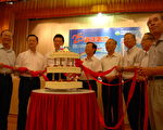 中华民国环保署22日举行25周年署庆,环保署长沈世宏(左四)表示,环保署25年来,致力于改善空气质量,并且在垃圾处理方面,台湾从过去常发生垃圾大战的国家,摇身一变成为各国取经的对象,这些环境改善的成果,都是许多长期在各领域致力耕耘环境保护的人员,长期努力的成果。(环保署提供)