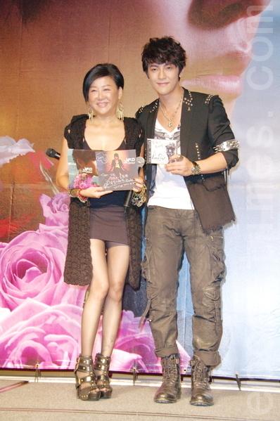 (左起)蓝心湄和汪东城。(摄影:黄宗茂/大纪元)