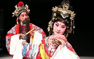 载歌载舞、穿越时空、兼容古典与时尚的台湾自制原创昆剧。(摄影:徐乃义/大纪元)