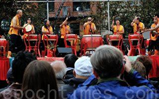 图:黄河鼓手(Yellow River Drummers)在音乐节上表演(摄影:曹景哲/大纪元)