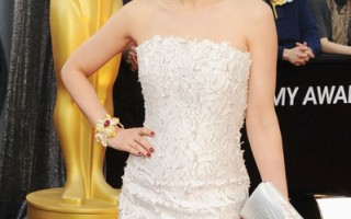 """蜡像以今年2月26日李冰冰走上奥斯卡红毯穿的""""美人鱼装""""。(图/ Getty Images)"""
