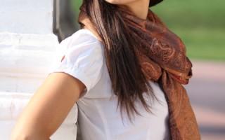 对于初次选购太阳眼镜的人来说,要先弄清楚什么形状的款式最能搭配你的脸型。(fotolia.com)