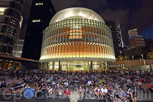 香港民间反对国民教育科大联盟星期日在政府总部的添马公园和立法会广场举行的集会,反对港府强推中共洗脑式的国民教育,历时4个半小时,大会宣布超过4万人出席。(摄影:潘在殊/大纪元)