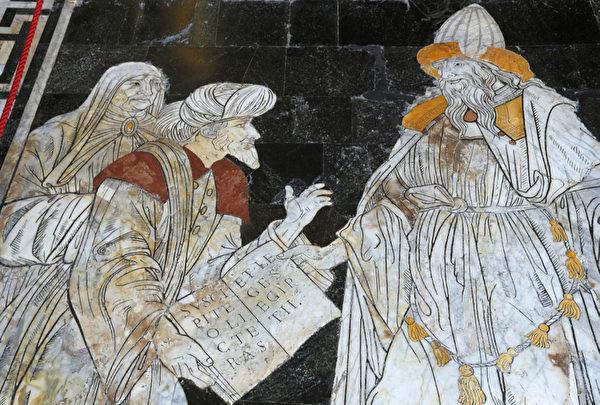 2012年8月30日,意大利锡耶纳大教堂用马赛克砌成的宏伟壮丽地板闻名于世。(FABIO MUZZI / AFP)