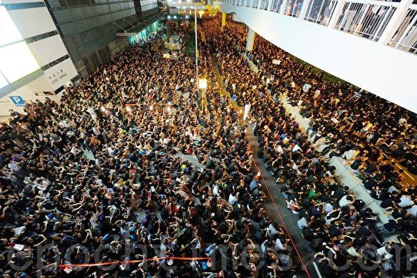 香港反洗脑12万人逼爆港府 绝食第九天 北京软化