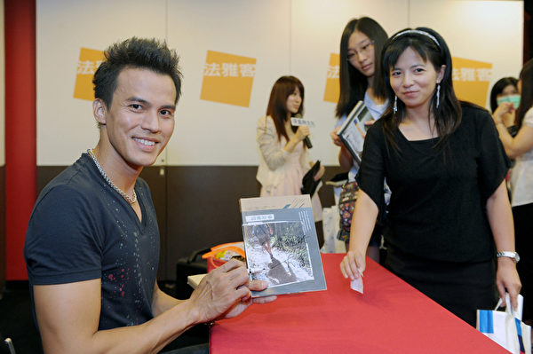 大庆主动要求向剧组请假回台湾举办新书签书会亲自感谢每位书迷。(图凯特文化/提供)