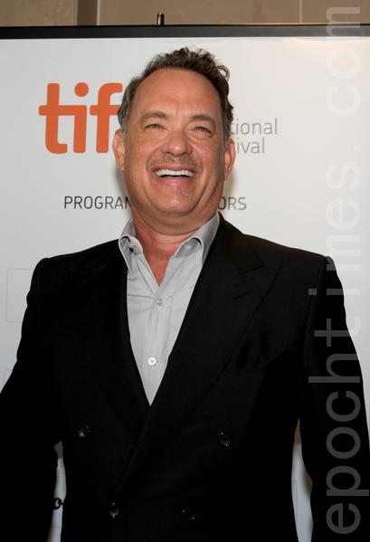 9月8日,好萊塢 巨星湯姆‧漢克斯(Tom Hanks)在多倫多看到大批影迷時神采飛揚。(攝影:李莎/大紀元)