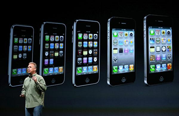 美国旧金山芳草地艺术中心于9月12日,举行iPhone5发布会,苹果高级副总裁菲尔‧席勒(Phil Schiller)在台上介绍iPhone5的新规格与功能。(Justin Sullivan/Getty Images)