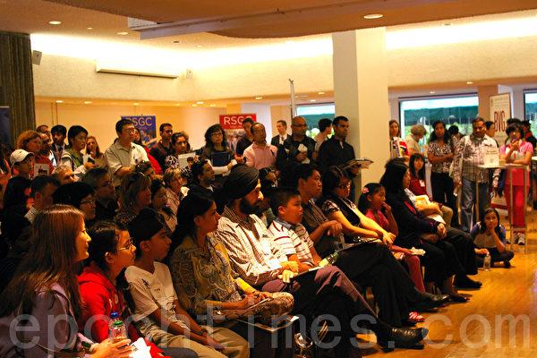 9月15日,由Prepskills在多伦多举办的私校入学介绍吸引了众多家长,一些华裔家长认为,私校是个更好的学习环境。(摄影:周行/大纪元)