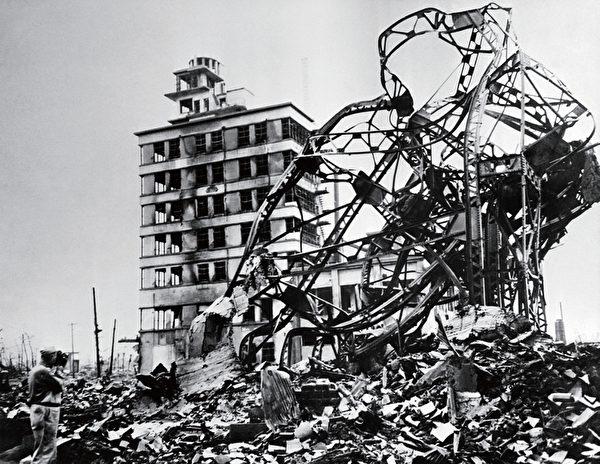 """""""肮脏炸弹""""引爆时,会将钴60等强辐射性物质散布到空气和环境中,造成类似原子弹爆炸的核放射性尘埃污染。图为第二次世界大战中遭到美军以原子弹轰炸的日本广岛。(AFP)"""