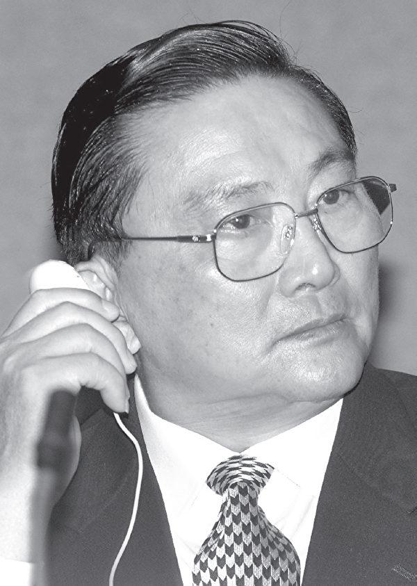 2000年10月11日,罗干在泰国曼谷国际防毒会议上。(AFP)