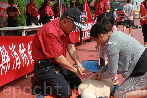 為恭醫院院慶,規畫防火宣導車的CPR。(攝影:許享富 /大紀元)