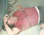 乡政府干部雇佣地痞流氓强行施工,遭到了村民们的顽强抵抗,年近七十的村民陈秀梅被打得昏死过去。(村民提供)