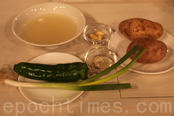 尖椒土豆丝的材料(摄影: 新唐人电视台 提供)