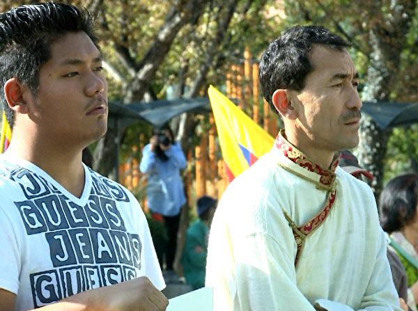 參加集會的藏民。(新唐人電視台提供)