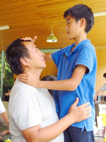 张作骥坦承自己透过镜头,将爱子的心、放在杨亮俞身上,果然拍起片来很有FU。(图/海鹏提供)