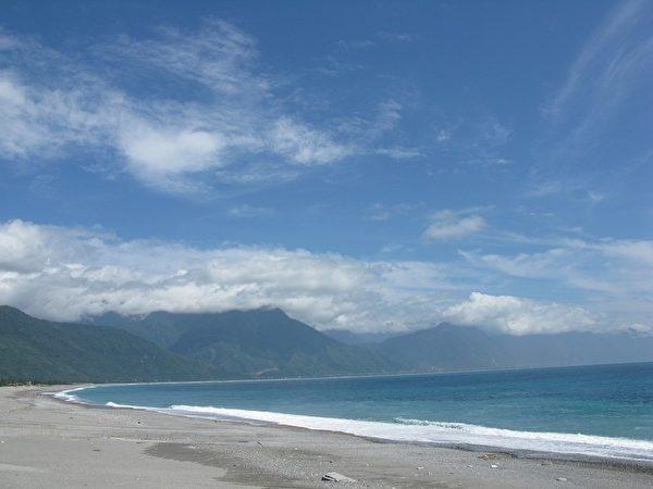 月弯般的七星潭海岸如诗如画。(图:张玉兰)