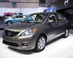 圖為在2011年洛杉磯車展展出的Nissan Versa轎車。(季媛/大紀元)
