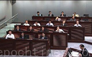 在香港政府周五的立法会内务委员会特别会议上,多位泛民议员斥责中联办插手香港事务,破坏香港一国两制、高度自治精神。(摄影:潘在殊/大纪元)