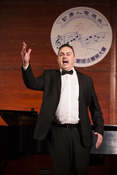 来自奥地利的选手男高音Markus Max Prodinger在初赛上演唱 Di Quella pira from Troubadur-Verdi(爱德华/大纪元)