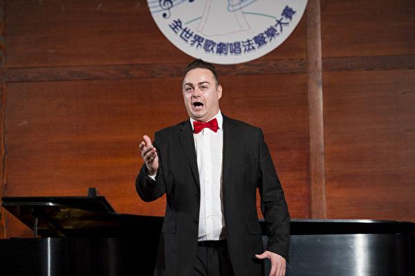 "图﹕来自奥地利的选手男高音Markus Max Prodinger在复赛上演唱""Che gelida manina from Boheme- Puccini ""和""Recitar, vesti la giubba From Pagliacco- Leoncavallo""。(摄影﹕戴兵/大纪元)"