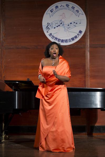 "图﹕美国选手女高音Jamila Sockwell在复赛上演唱""Summertime- Porgy & Bess - G. Gershwin""和""Ah! Fuggi il traditor ‐ Don Giovanni - W.A. Mozart""。(摄影﹕戴兵/大纪元)"