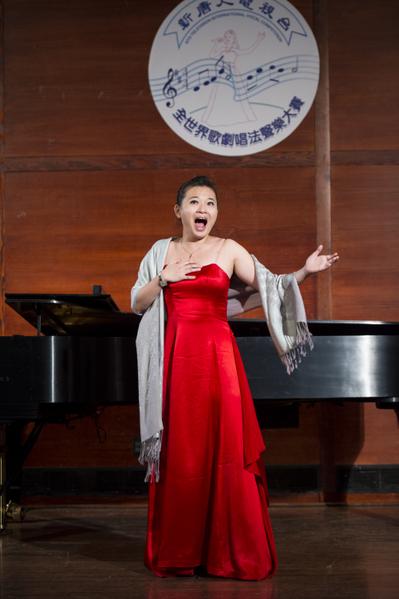 图﹕来自台湾的选手女高音柯婷琦在复赛上演唱 E. Chausson: Le Colibri from opera