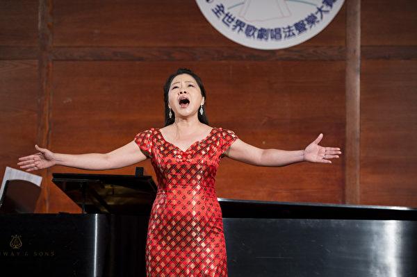 "图﹕来自台湾的选手女高音吴佩娟在复赛上演唱""Vaghissima sembianza Donaldy""和 Io son l'umile ancella from ""Adriana Lecouvreur""。(摄影﹕戴兵/大纪元)"