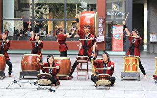 氣勢磅礡的太鼓達人,以鼓隊形式表演,透過鼓手呈現雄壯聲音之美。(攝影:徐乃義/大紀元)