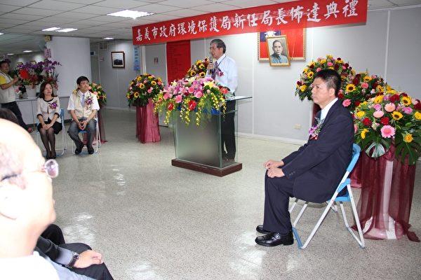 嘉市环境保护局24日上午举行新任局长林建宏布达暨宣誓典礼,由秘书长陈基本亲自主持布达、监誓。(摄影:李撷璎/大纪元)